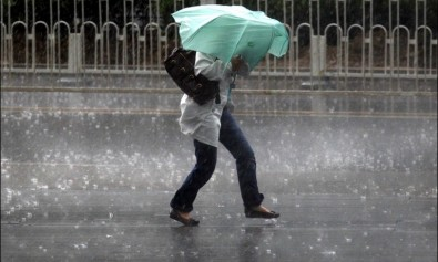 furtuna-ploaie-umbrela